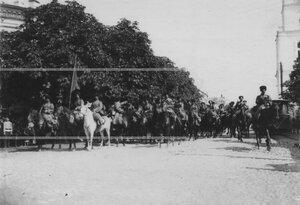 Смотр сотни конвоя в царской ставке перед отправкой на фронт.