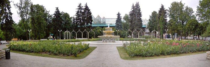 Розарий с фонтаном в парке им. Горького (панорама)