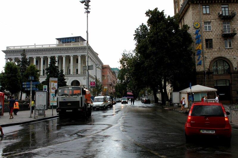 Улица Городецкого после уборки баррикад