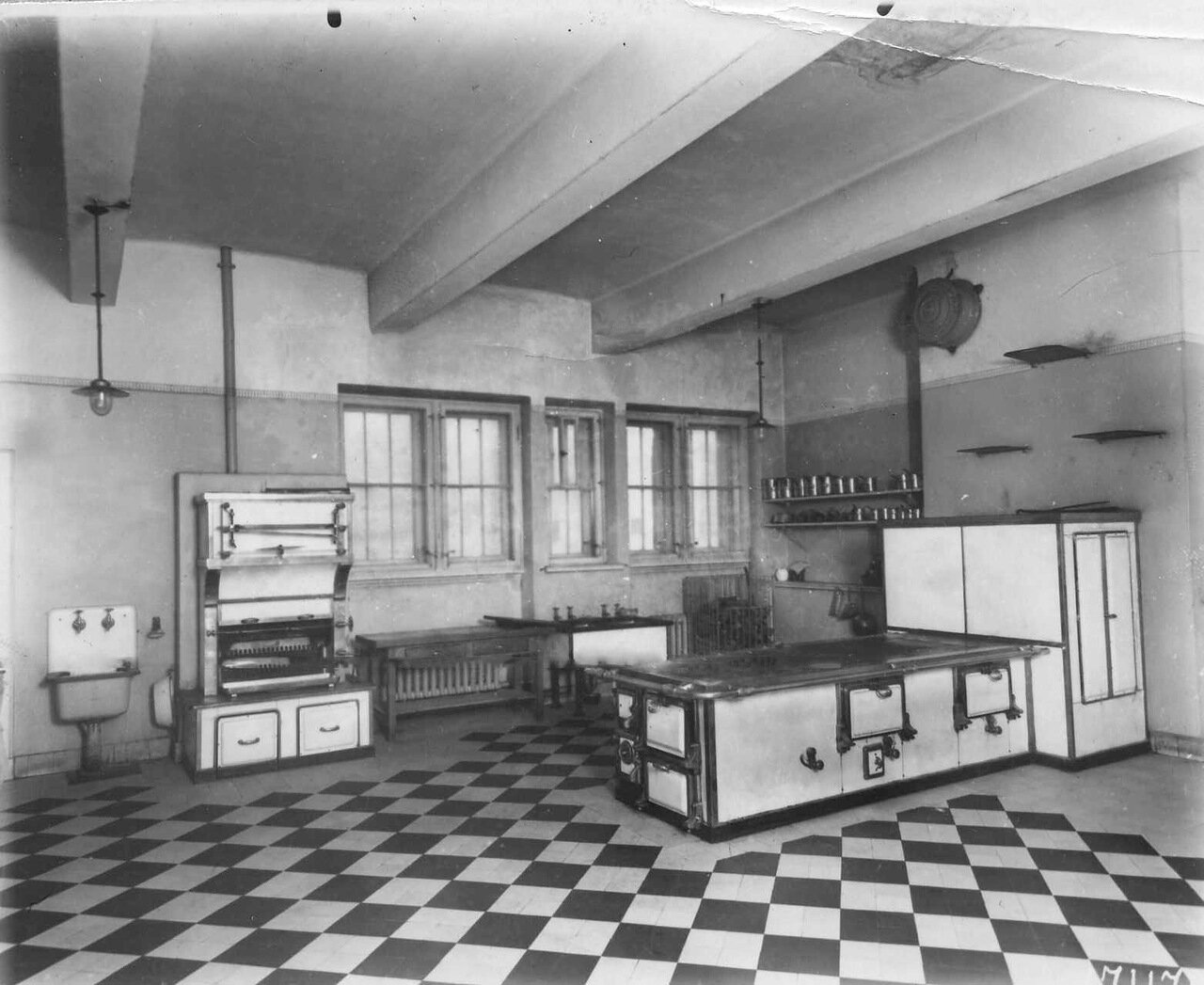 11. Кухня в посольстве. 1913