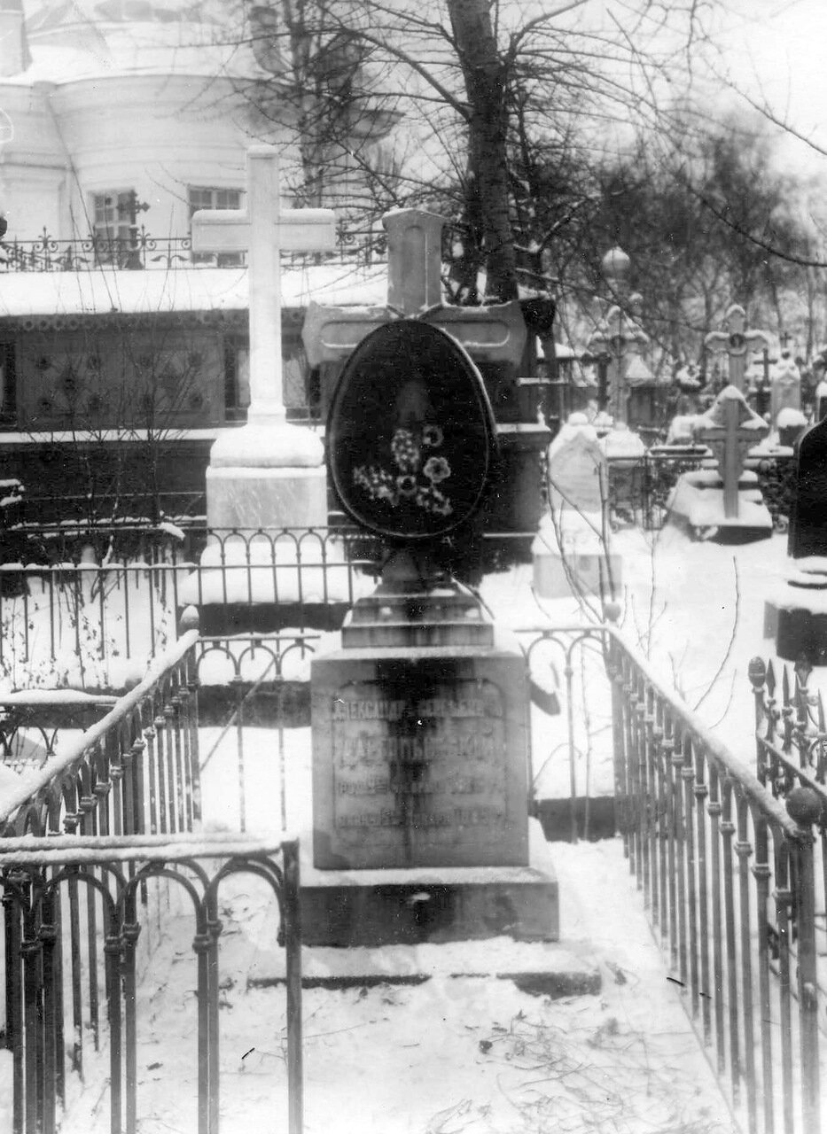 02. Могила композитора А.С.Даргомыжского. 1913
