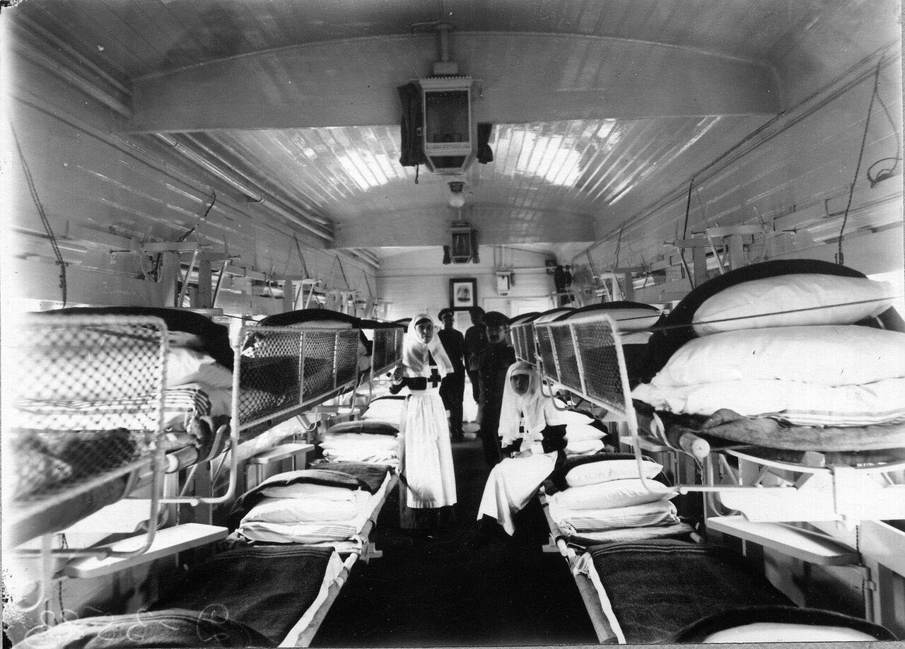 04. Внутренний вид вагона-палаты санитарного поезда