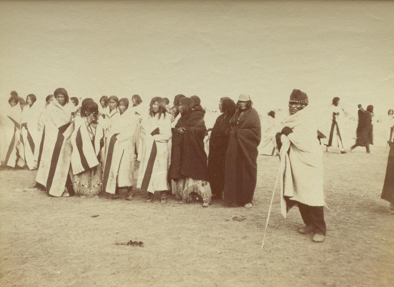 Старики и скво племени «черноногих»