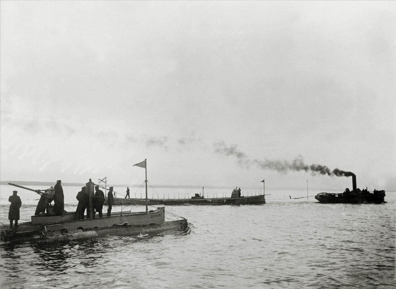10. Подводная лодка «Дельфин». На втором плане - ПЛ«Касатка»