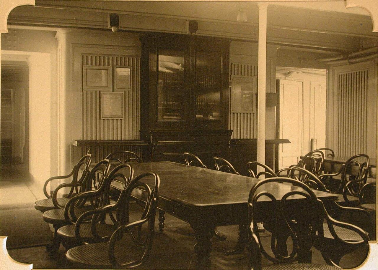 17. Вид читального зала госпиталя
