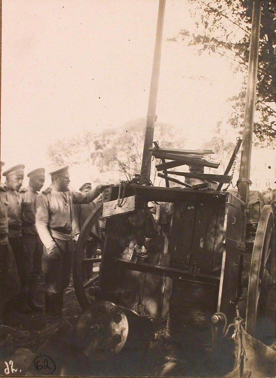19. Разбитая взрывом бомбы двуколка 24-й телеграфной роты