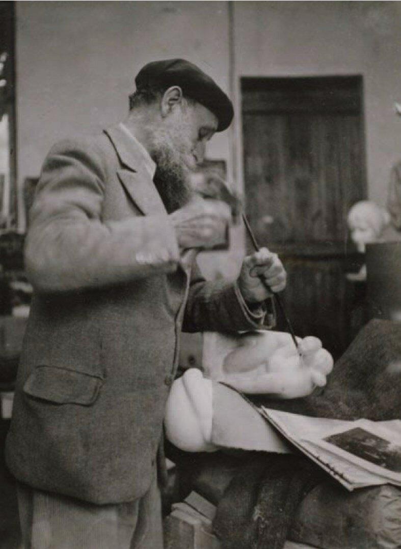 1935. Аристид Майоль в своей мастерской