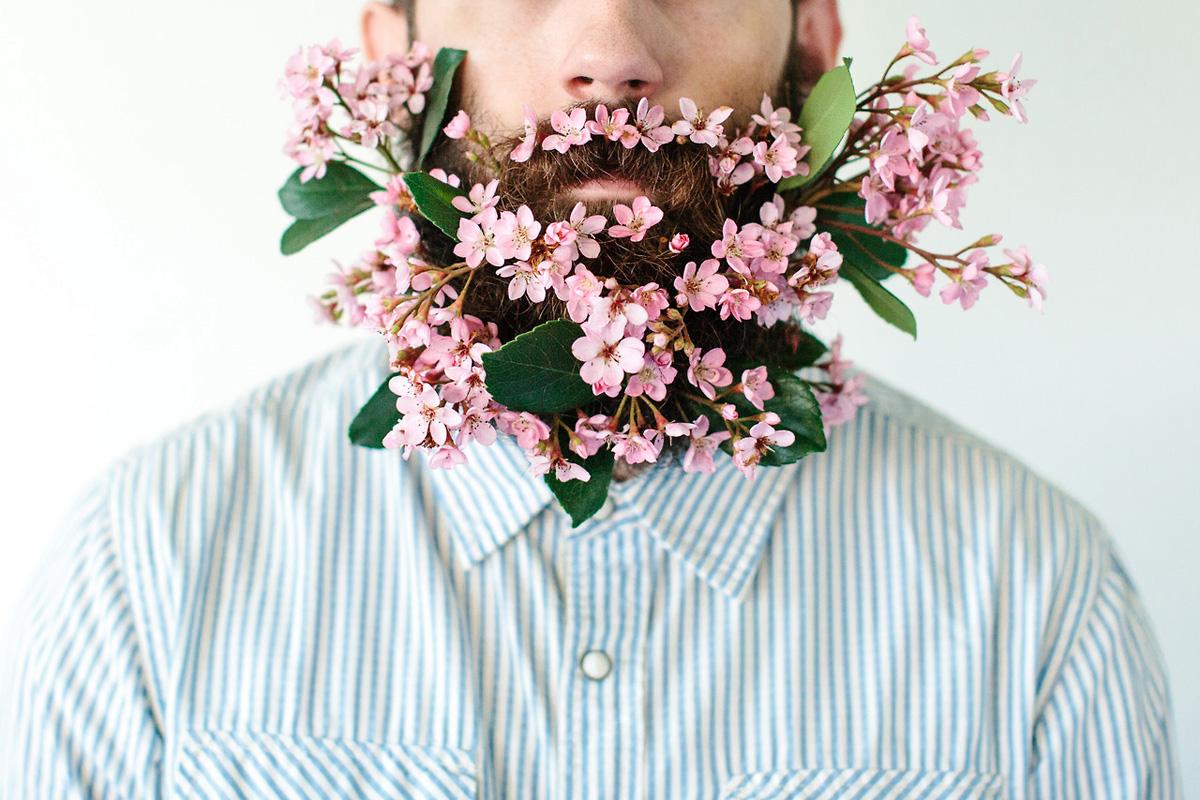 Приснилось, как он подарил искусственный цветок?