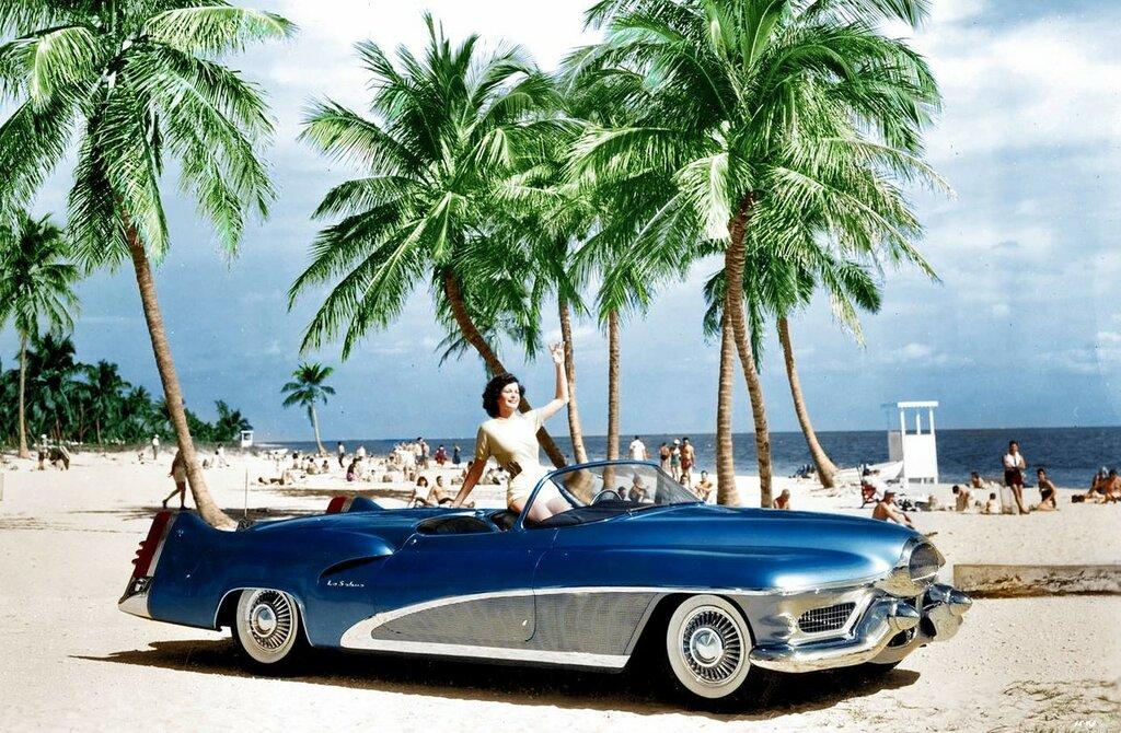 Buick LeSabre '1951 1.jpg