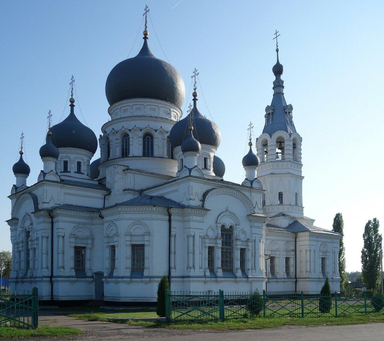 храм с решетками на окнах