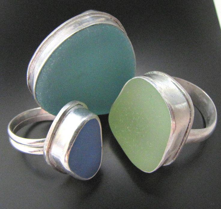 серебряные перстни со вставками из обкатанного морем стекла