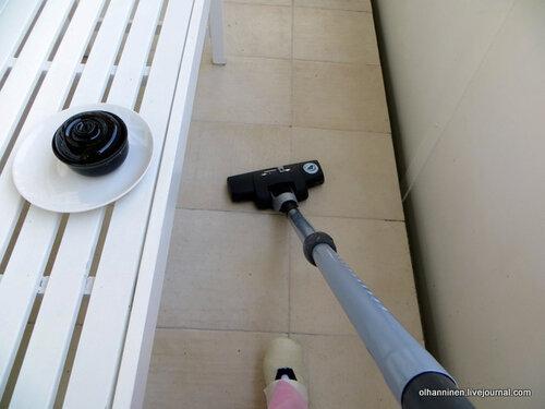 пылесосим на балконе