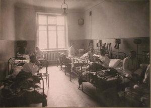 Раненые во время обеда в одной из палат лазарета при Старо-Екатерининской больнице.