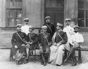 Группа членов пожарного общества.