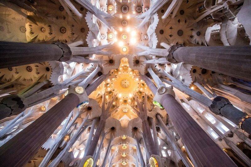 А вот так сейчас выглядит Храм Святого Семейства изнутри. (Фото: GETTY IMAGES/David Ramos).