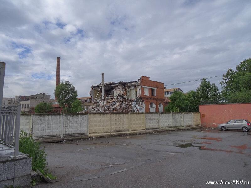 Территория вокруг Варшавского вокзала переживает не лучшие времена.
