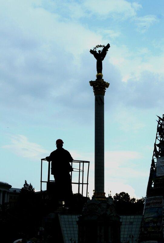 Электрик на Майдане Незалежности