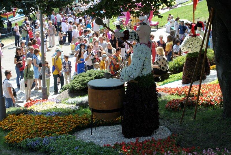 Зрители на выставке цветов