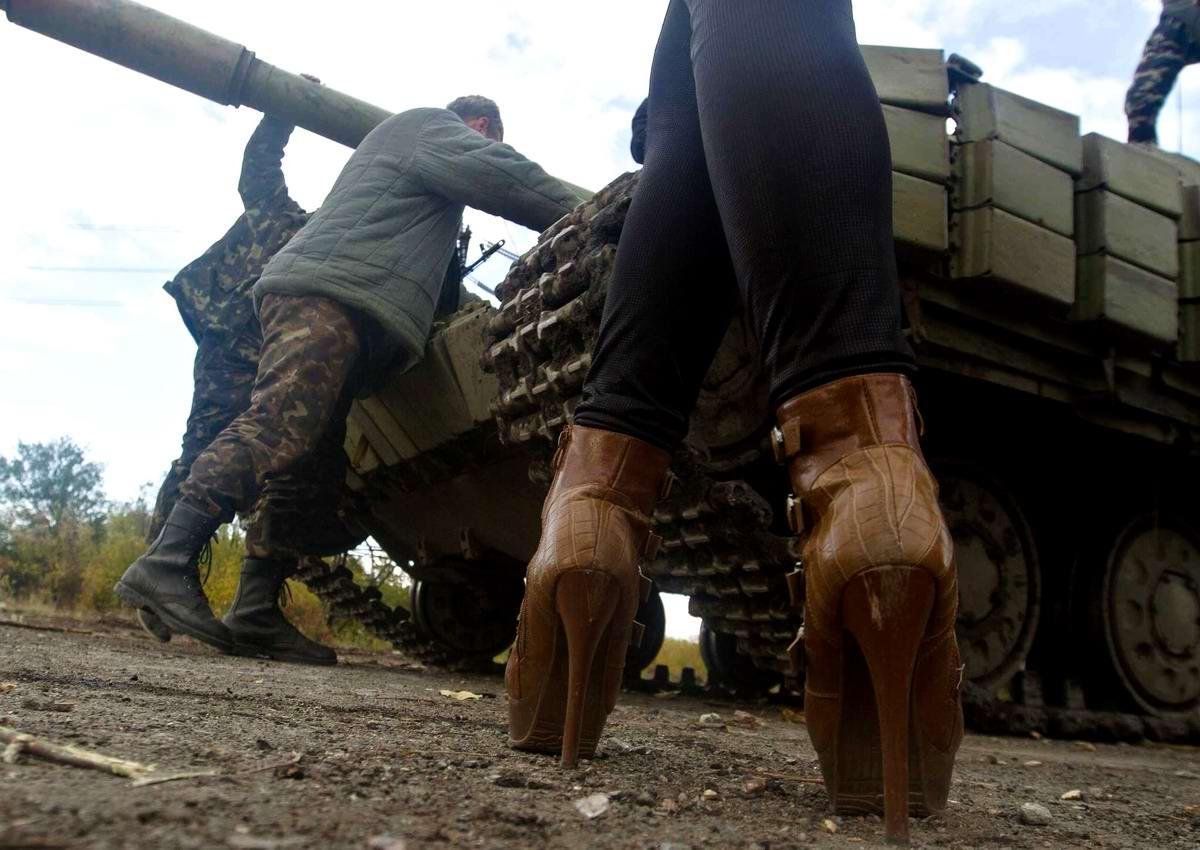Танк и полутанкетки: Сезон высокой моды на Востоке Украины