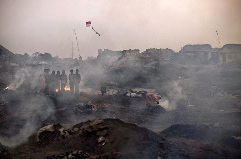 ttolk.ru: Шахты-самокопки в Индии и на Донбассе