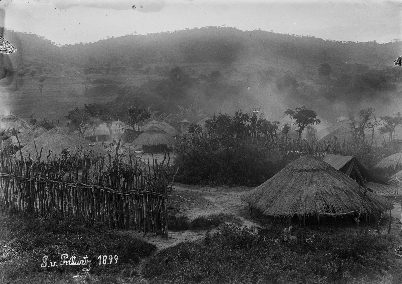 09. 1899. Вид на дома поселения Камассанга