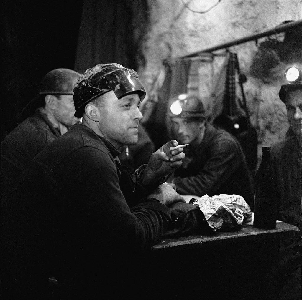 1960. Обеденный перерыв у шахтеров шахты Мюрвиль