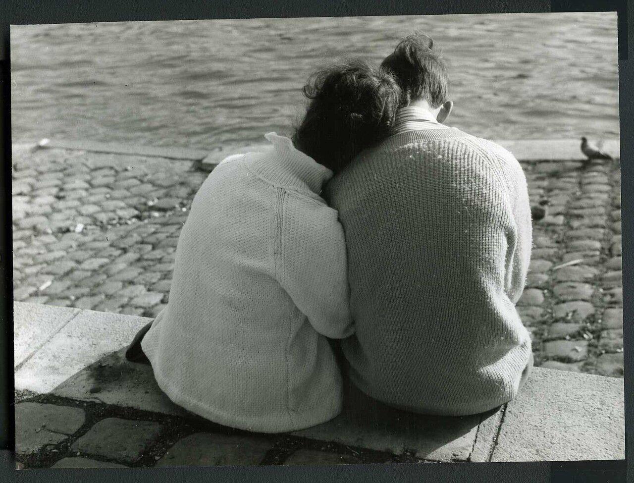 Влюбленные на берегах Сены