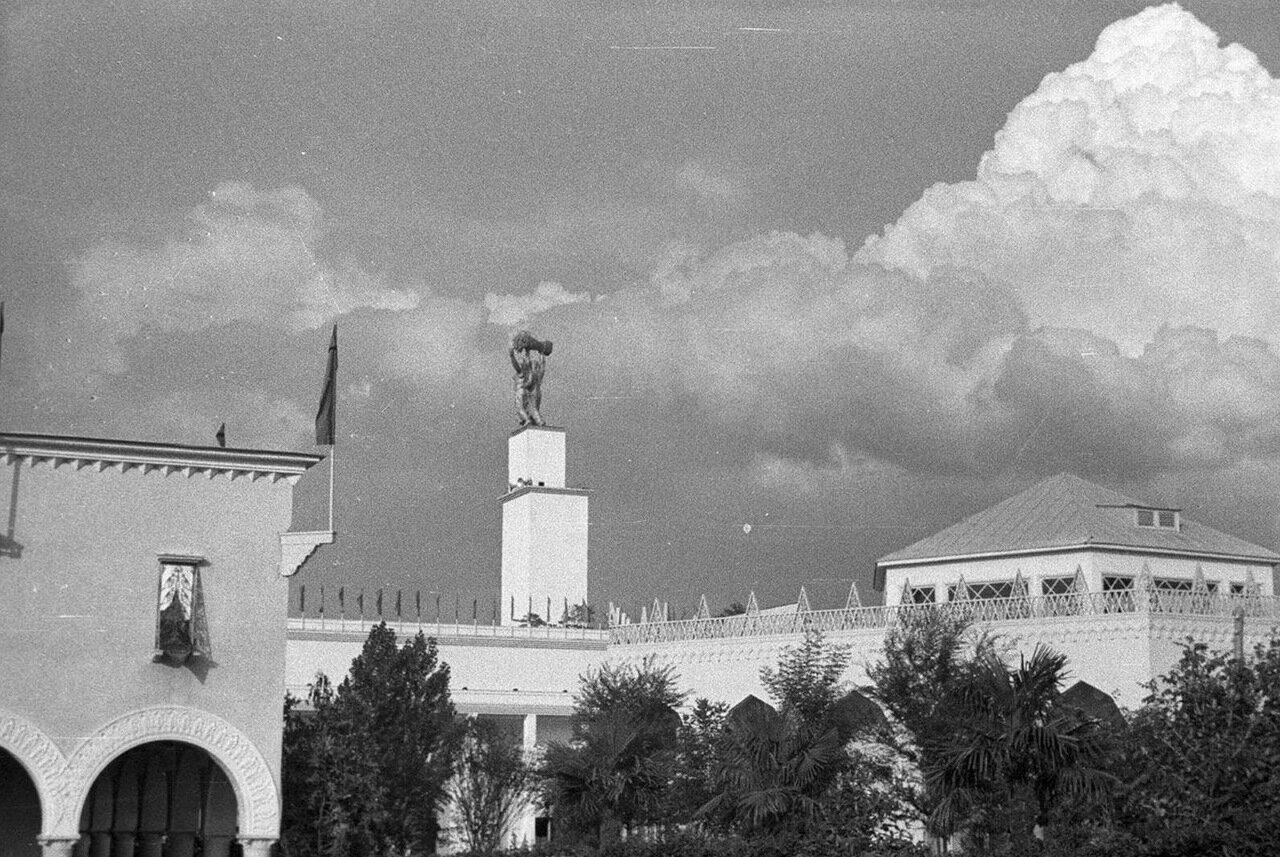 43. Павильоны Казахской и Грузинской ССР