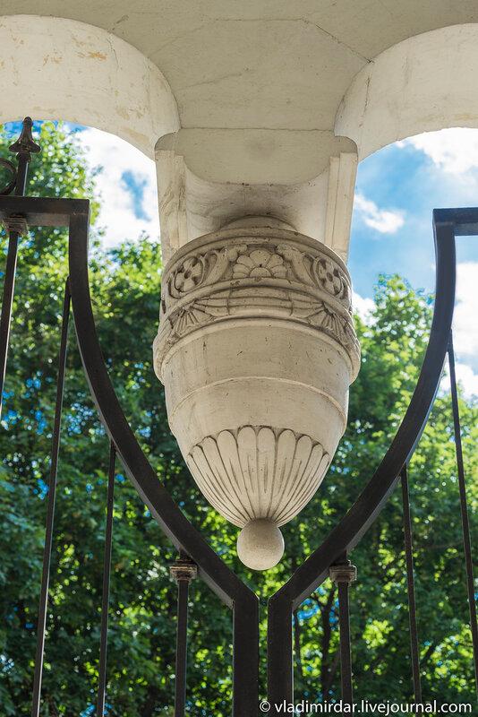 Архитектурные детали колокольни Церкви Преображения в селе Остров