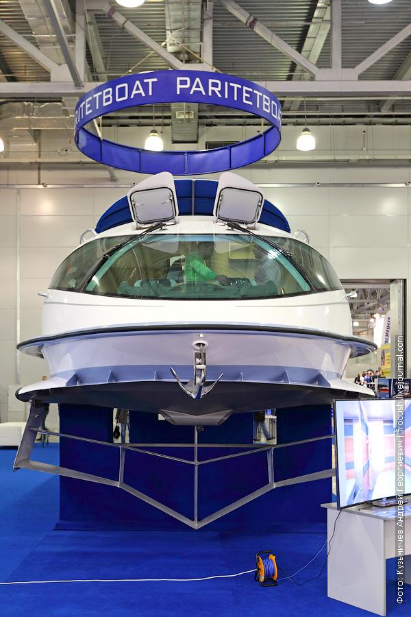 моторная яхта на подводных крыльях