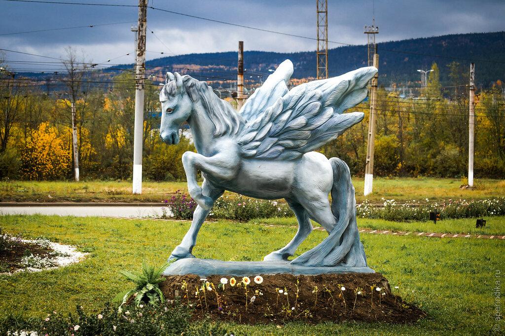 Златоуст. Крылатый конь из архитертурного бетона