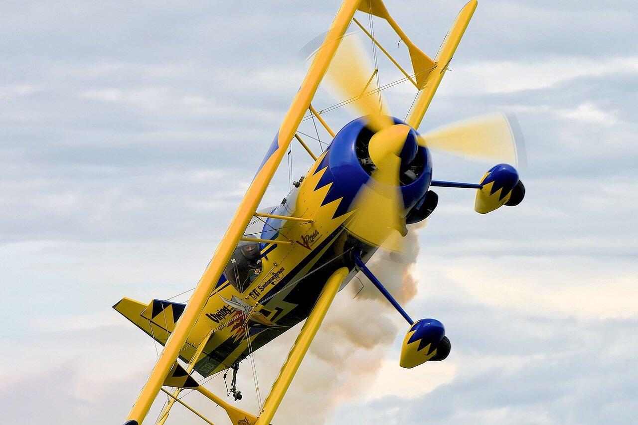 красивый спортивный самолет.jpg