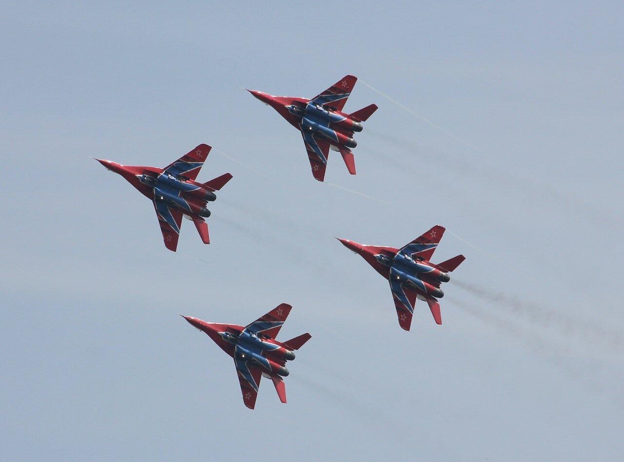 Групповой пилотаж с передельно малыми интервалами между машинами (15.08.2014)