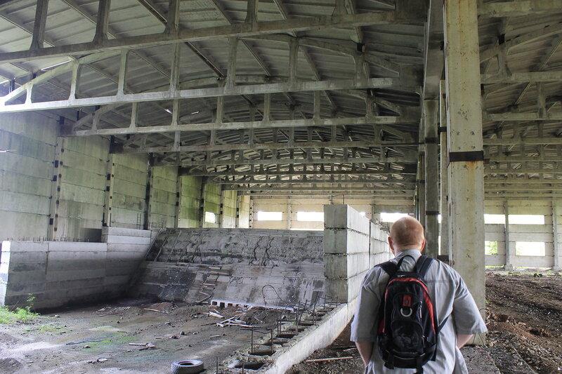 Недостроенный бетонный завод.