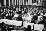 Исполнение Седьмой Ленинградской симфонии Дмитрия Шостаковича в Большом зале Ленинградской филармонии