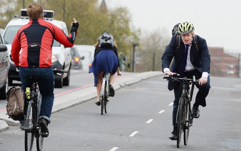 Недружелюбный жест последовал в адрес мэра Лондона Бориса Джонсона во время открытия нового участка