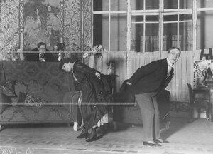 """Сцена из спектакля """"Я не обманываю своего мужа"""" в исполнении Б. А. Горина-Горяинова, Е. М. Грановской, Воронов."""