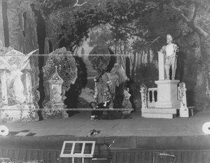"""Сцена оперы """"Каменный гость"""" в зале Консерватории."""