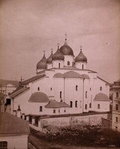 Вид восточного фасада Софийского собора (построен в 1045-1050 гг.). Новгород г.