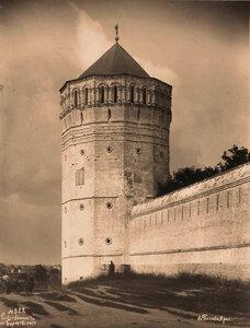 Вид части стены и угловой - юго-западной - башни Спасо-Евфимиева монастыря (постройка 1664 г.). Суздаль г.
