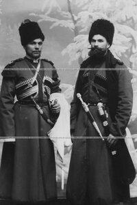 Трубач и урядник конвоя  (портрет в полный рост).