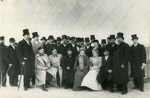 Группа членов общества и приглашенных гостей с директором правления общества А.М.Имшенецким (сидит в центре).