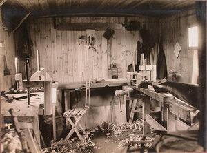 Вид помещения столярной мастерской.
