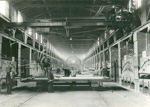 Вид цеха стекольного завода Северного стекольно-промышленного акционерного общества.
