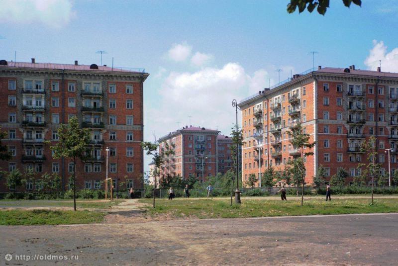 1958-60_школьный двор.jpg
