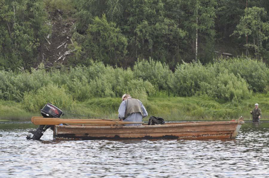 Вага. Рыбак на плоскодонке.jpg
