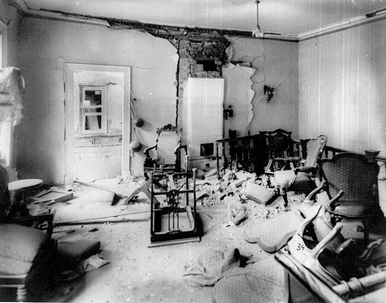 09. Комната дачи П.А.Столыпина на Аптекарском острове после взрыва