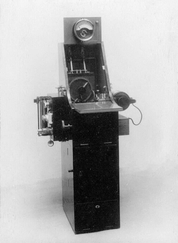 14. Телеграфный аппарат - аэропланная радиостанция