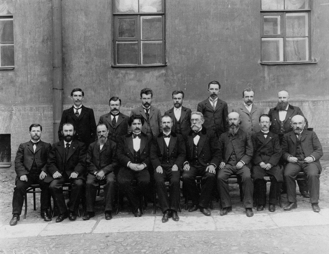 19. Группа служащих типографии