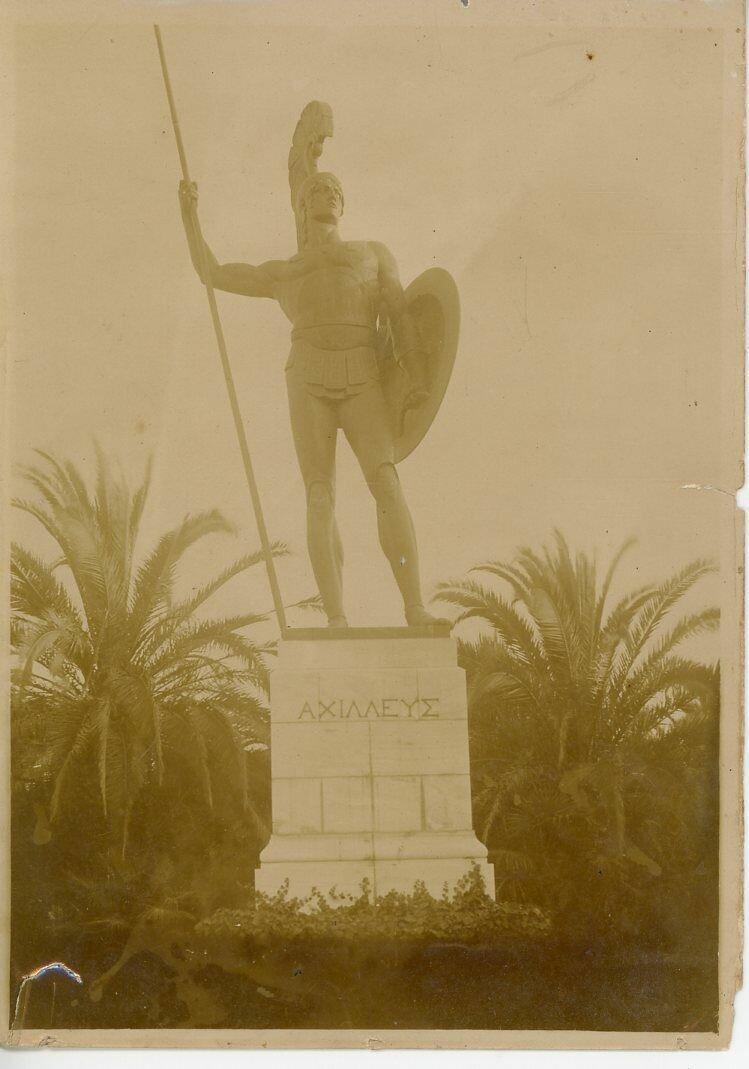 21. Бронзовая статуя Ахилла в саду Ахиллиона